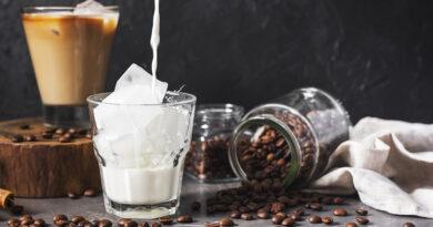 https://www.freepik.com/free-photo/variety-coffee-drinks-with-ice_6150329.htm