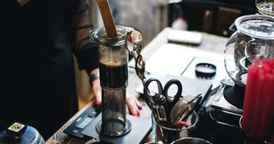 https://www.freepik.com/free-photo/brewing-coffee-aeropress_2759965.htm