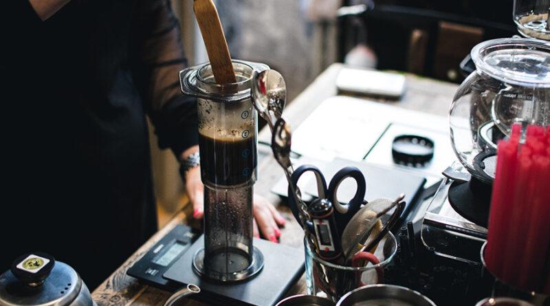 https://www.freepik.com/free-photo/brewing-coffee-aeropress_2759965.htm